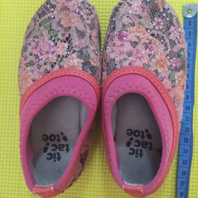 Sepatu Tic Tac Toe