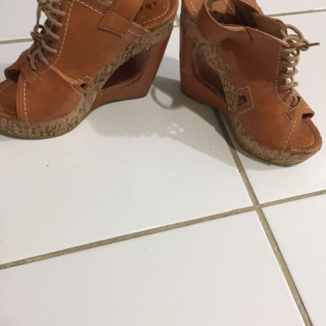 Sepatu wedges 15 cm