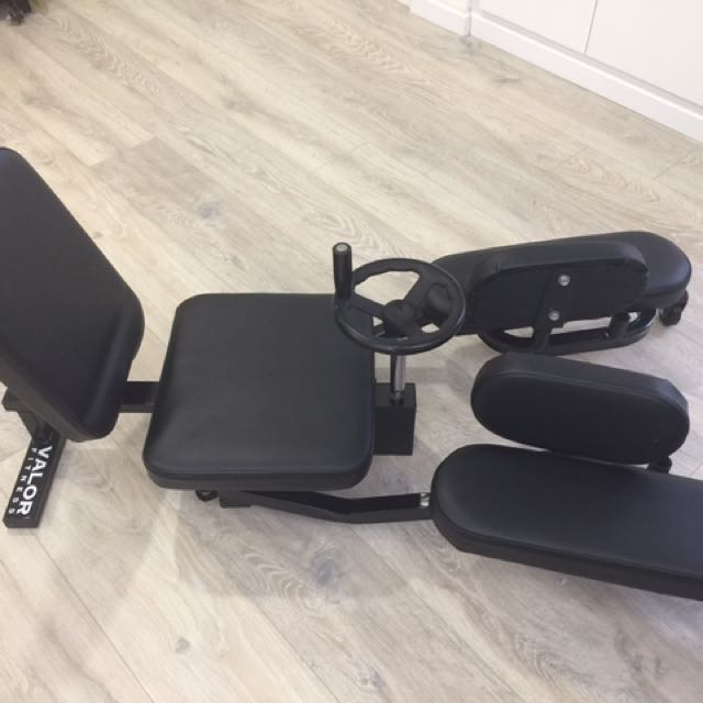 Side split thighs stretching machine