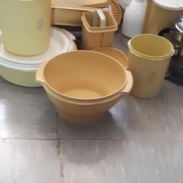 Tupperware set