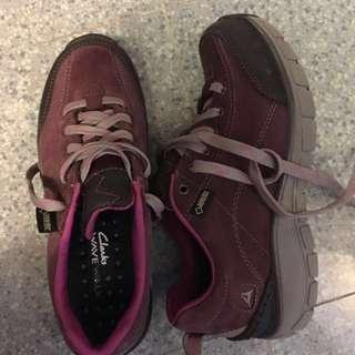Clarks wave walk shoes