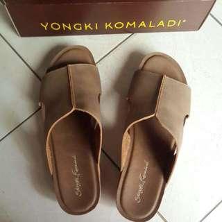 Yongki Komaladi Sandal Kulit