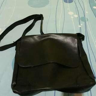 Esprit Mesengger Bag Leather