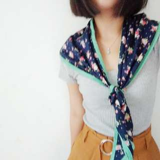 韓國_質感包邊純棉印花三角巾(深藍/粉膚)