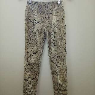 Spell Python print Pants size S
