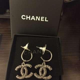 95% new Chanel 吊咀耳環
