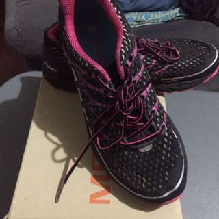 Original Merrell Black/Pink - size 7 US