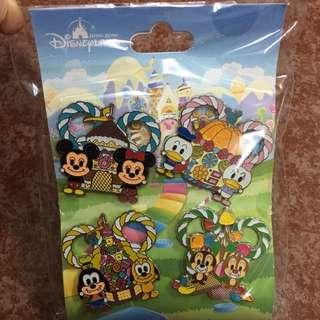One set of four 特別版!迪士尼 Disneyland pins 襟章 啤牌款 pin trading 小飛象 米奇Mickey  米妮Minnie  高飛狗 怪獸大學 OK Star Wars 小矮人 心形款 Donald Duck daisy chip n dale pluto goofy 電影款 太空款