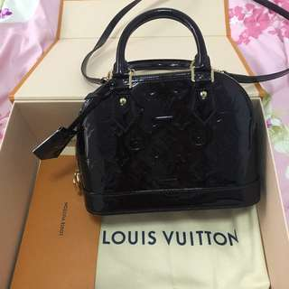 Authentic 100% Lv alma BB maroon.come all full set v receipts.