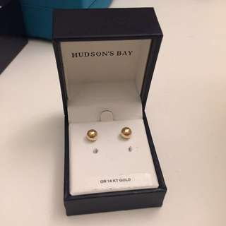 14 karat gold stud earrings