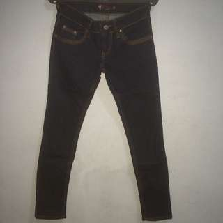 Jeans list red