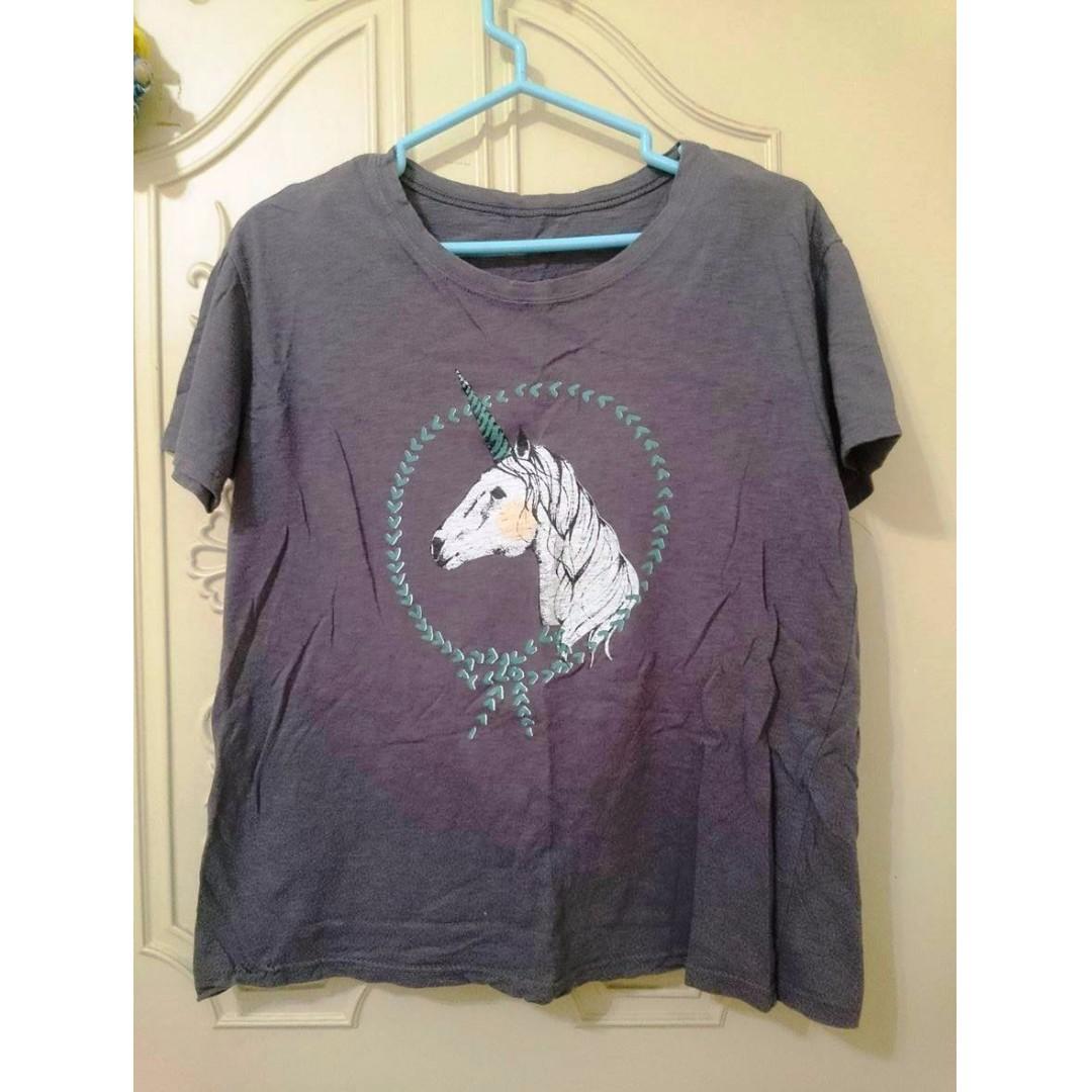 二手 Queen Shop 獨角獸深灰色寬鬆短袖上衣T恤