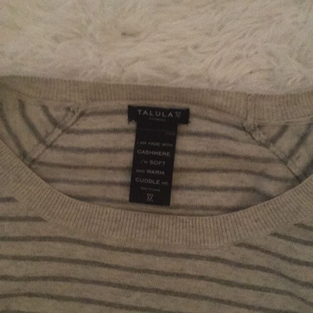 Aritzia Talula cashemire blend  size small but tag is gone