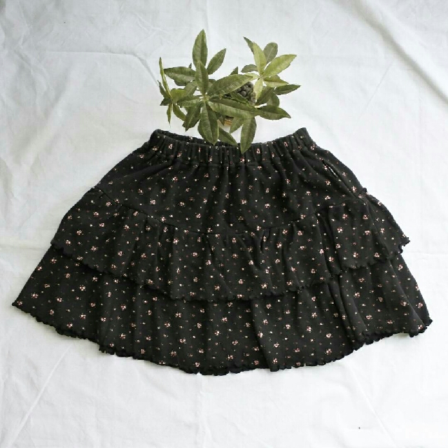 Black flower skirt (pinggang karet)