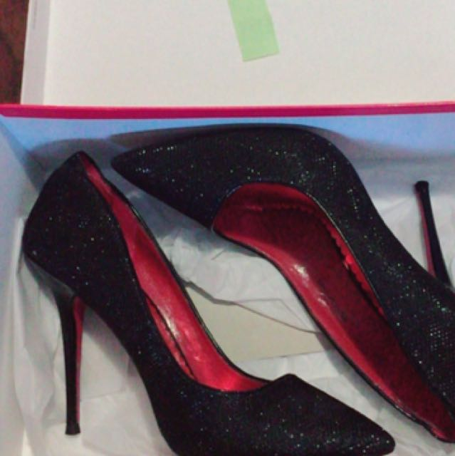 Black heels *NEW* size 6