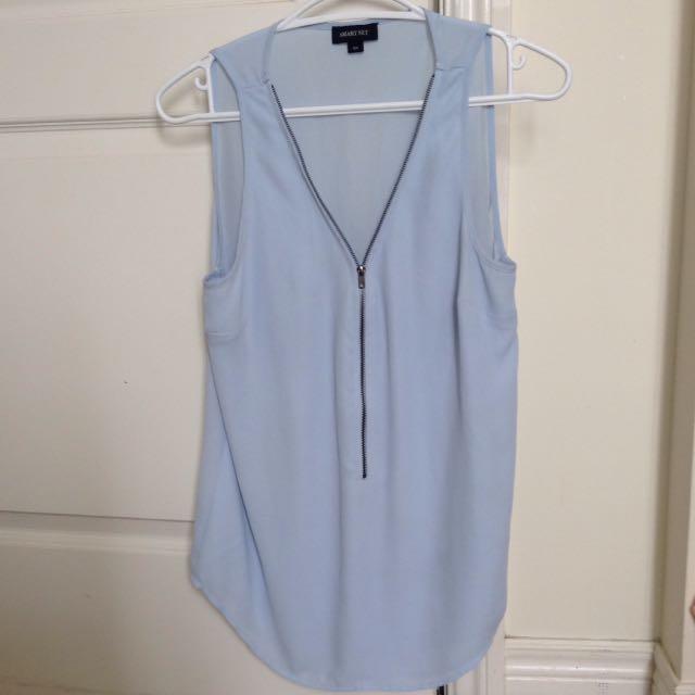 Blue smart set top with zipper