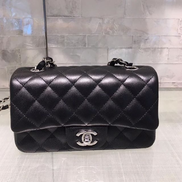 21d84bdbed8d Chanel Classic Flap Mini 20cm, Luxury, Bags & Wallets on Carousell