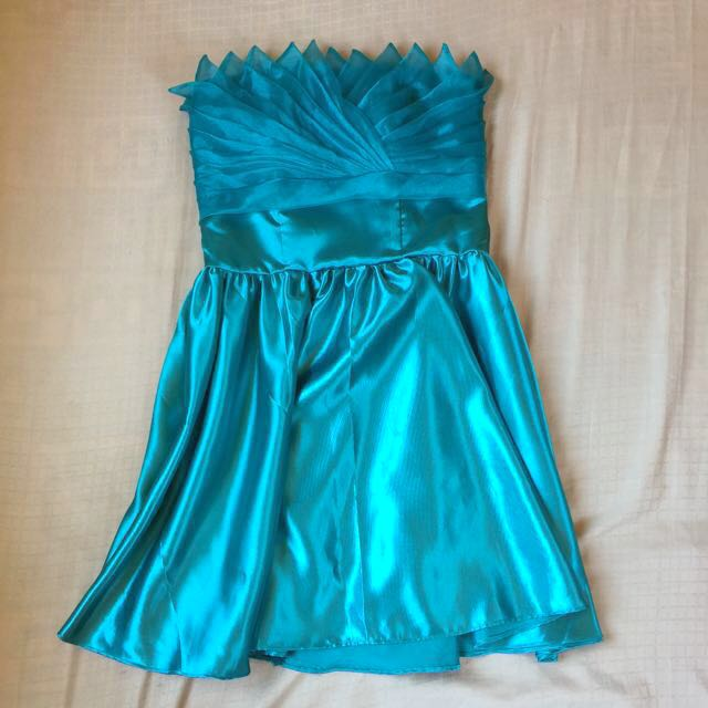Cocktail dress with padding