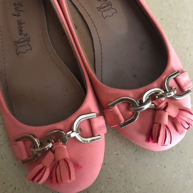 Coral size 36 flats