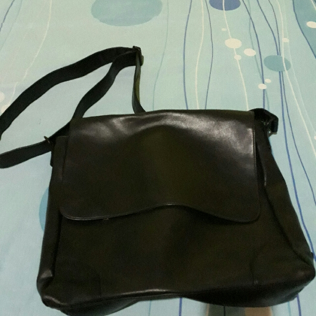 Esprit Mesengger Bag Leather