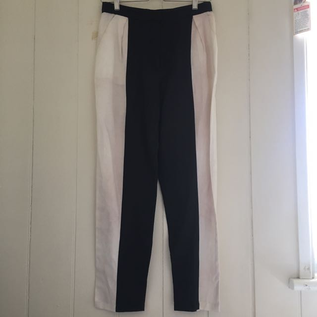 Finders keepers black and white pants size M