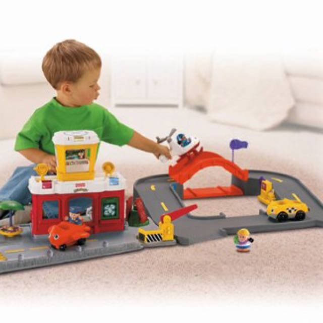 Fisher Price (Little People) Airport set