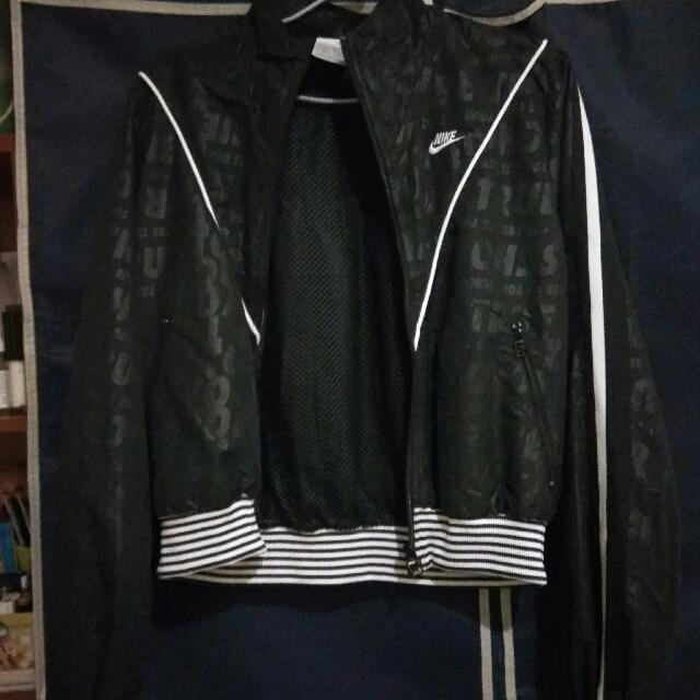 <三件九折+免運>nike vintage 短版風衣