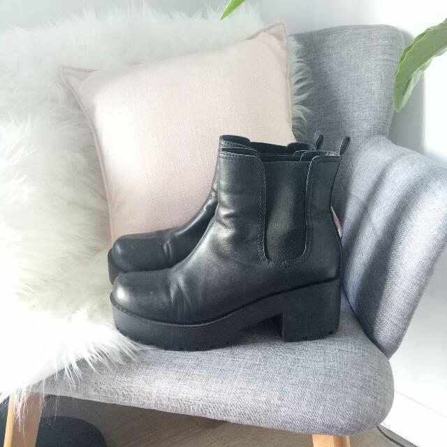 Novo Chunky Boots Size 10