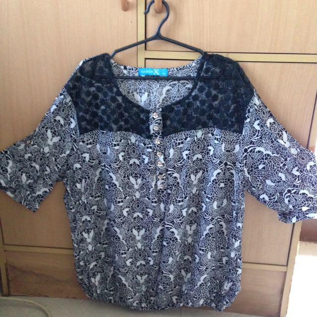 3/4 Blouse With Lace Accent