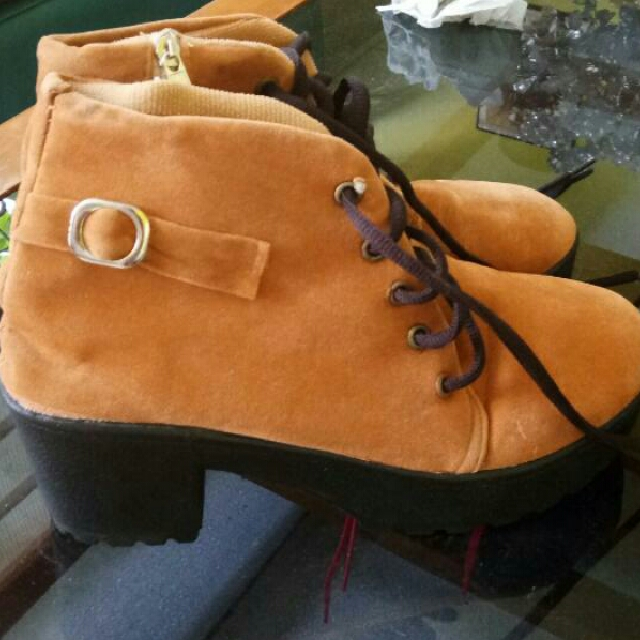 Sepatu Boots Wanita Ukuran 38