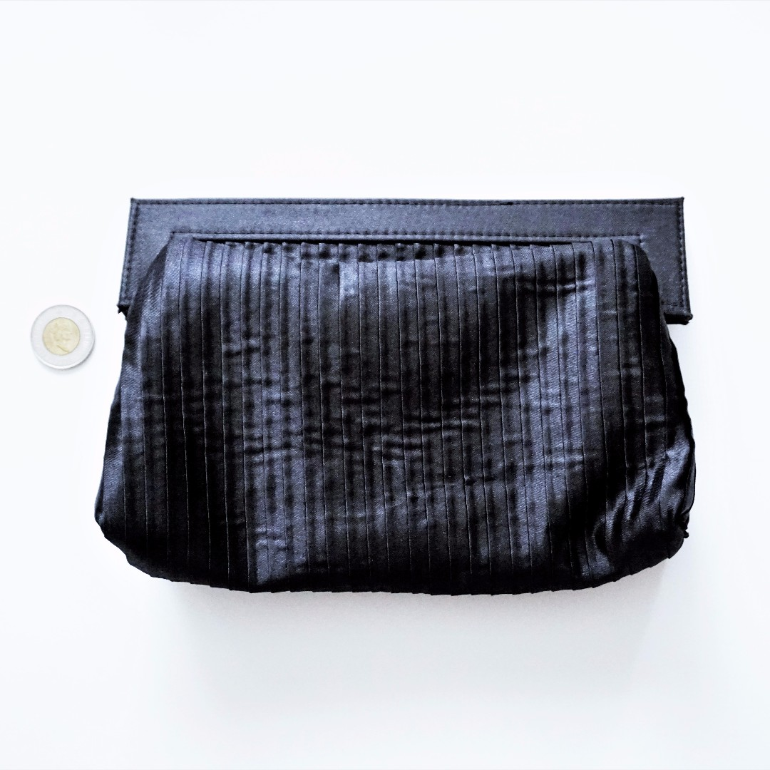 Shiseido - Black/Red Soft Makeup Pouch