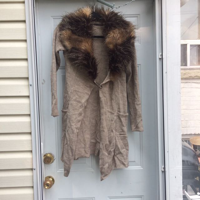 Size S Fur-Collared Cardigan