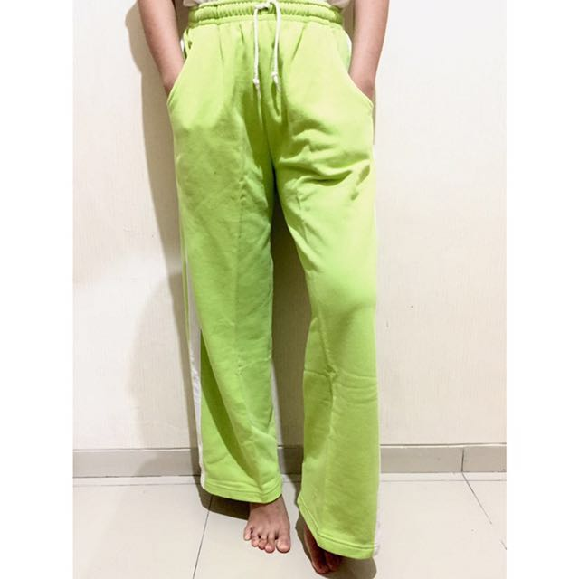 Trousers Celana Panjang Training Gym Olahraga Wanita Hijau, Women's Fashion, Women's Clothes, Bottoms on Carousell