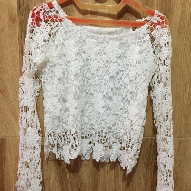 white flowery brokat blouse
