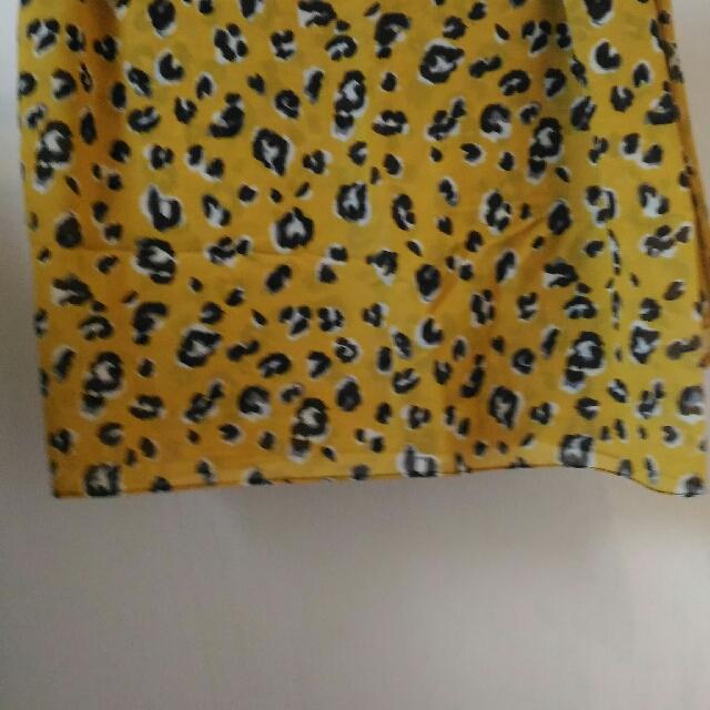 Yellow Cheetah Shawl