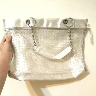 白色包包 外出旅行逛街購物