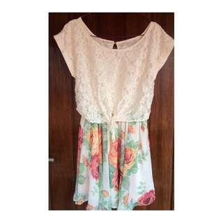 Flower pattern + lace dress