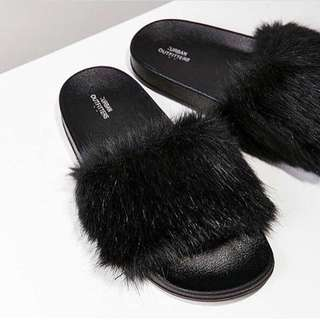 URBAN OUTFITTERS FUR SLIDES