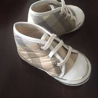 Burberry baby walker shoes