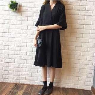 V領小黑裙