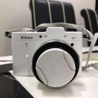 Nikon V1 (with Kit Lens)