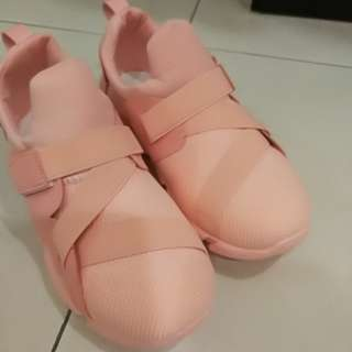 korean sport shoes (only 1 size)
