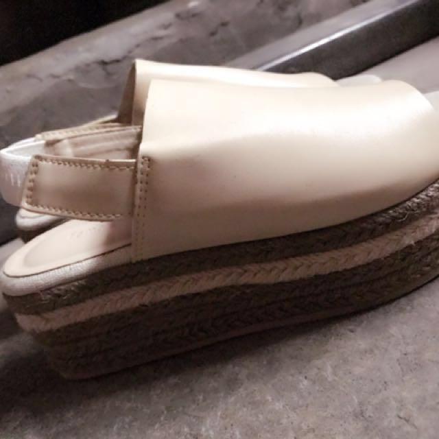 二手厚底皮革涼鞋