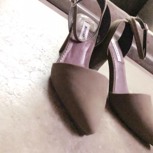 二手尖頭韓系墨綠裸根鞋粗根