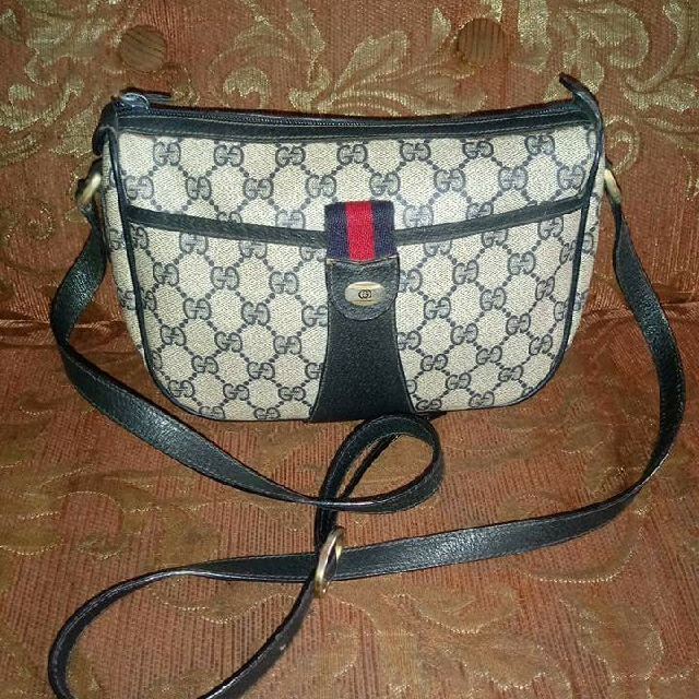 Authentic Gucci Vinatge sling