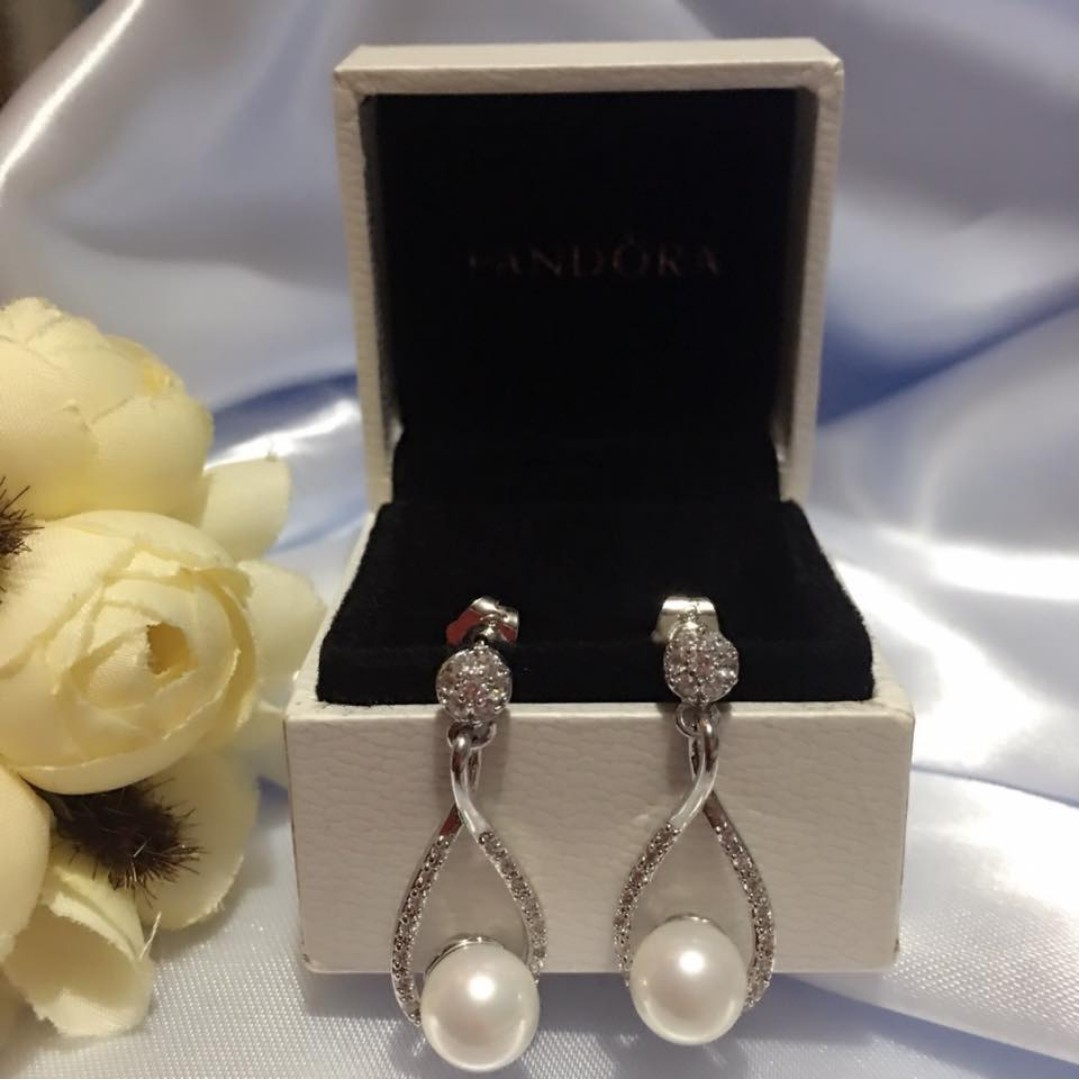 4772a4fc8 Authentic Pandora Italy White Gold 10K Stud Earrings, Women's Fashion,  Jewelry on Carousell