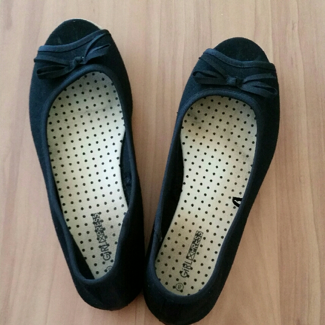 Black peep toe flats size 8