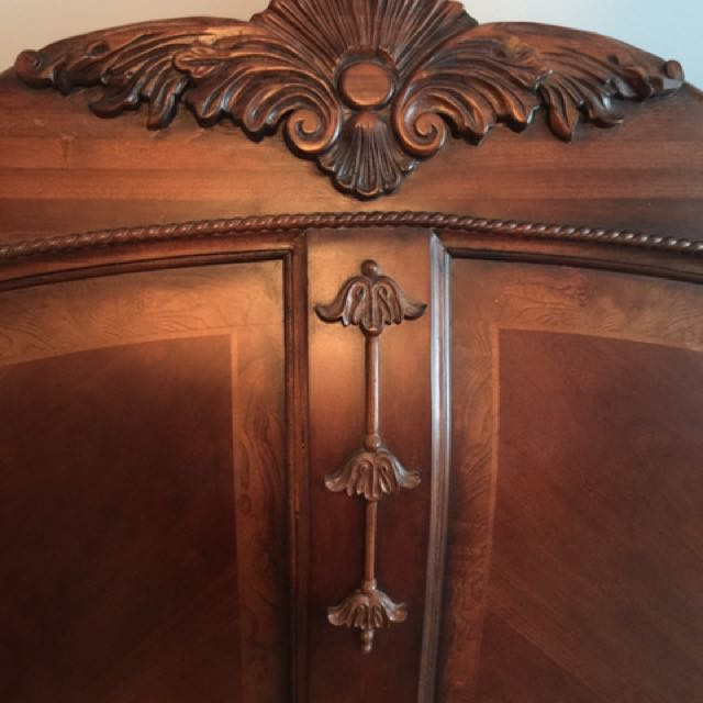 GORGEOUS king mahogany sleigh bed