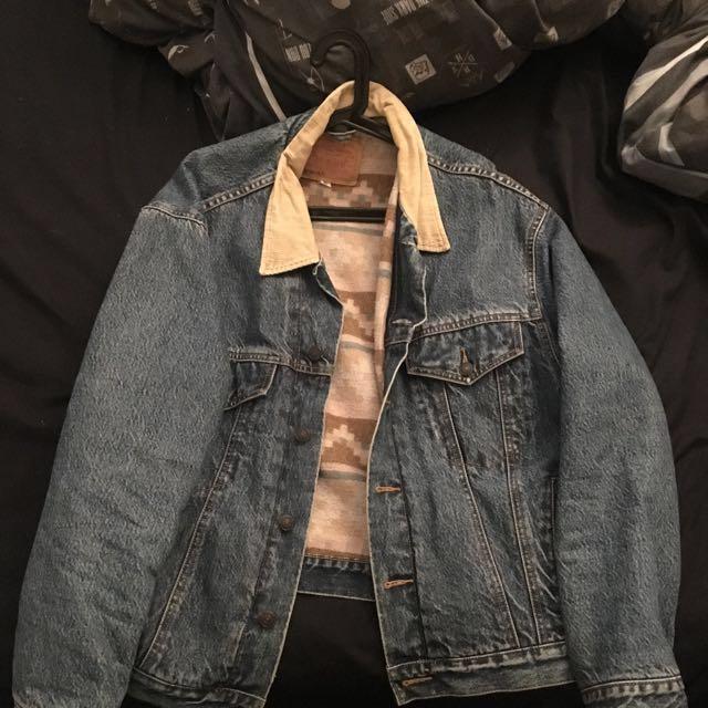 LEVI Denim Jacket Size XL