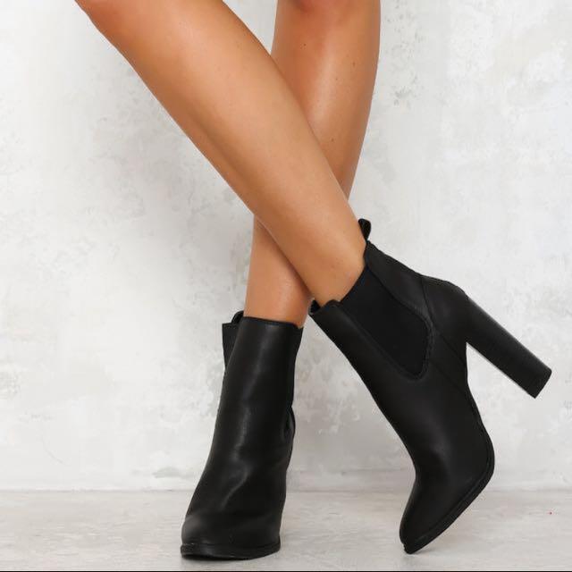 Lipstick Penni Boots Size 8